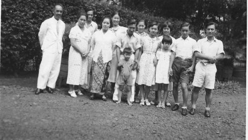 groepssfoto Djin Moes Guus ca 1937